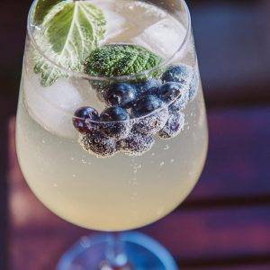 Read more about the article Sommerdrink mit Passionsfruchtessig
